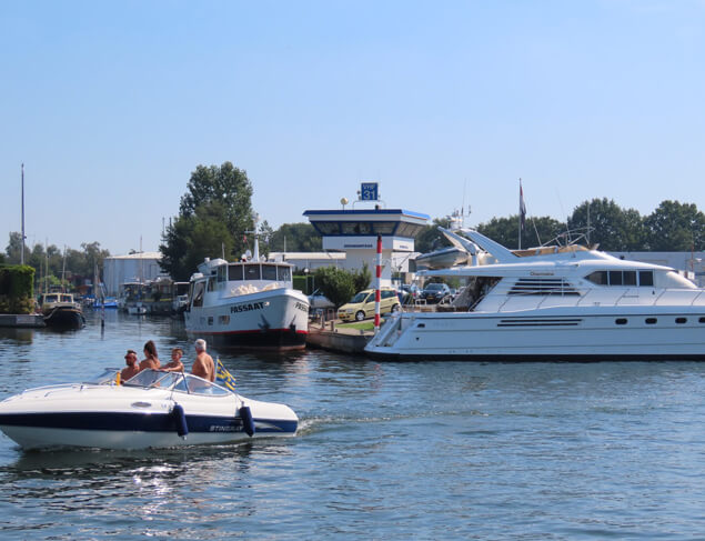De jachthaven beschikt over een eigen brandstofstation