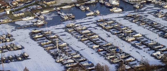 Gedurende de winterperiode kunt u uw boot natuurlijk bij ons in het water laten liggen.